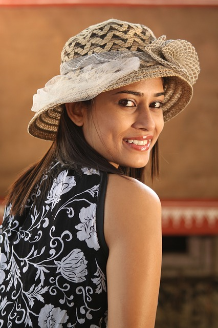 Northshore Dental-Image-Of-Woman-With-Hat
